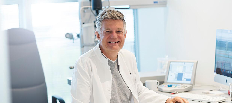Augenarzt Dr Rainer Wiltfang in der Flughafen Praxis Smile Eyes