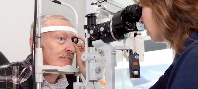 Augenkrankheiten Grauer Star - Diagnose beim Augenarzt