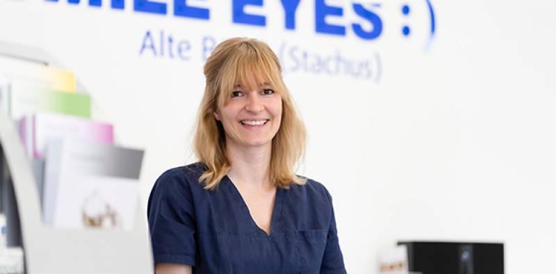 Mitarbeiterin am Empfang Stachus Augenarztpraxis