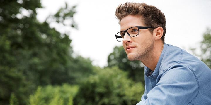 Fehlsichtigkeiten Mann mit Brille